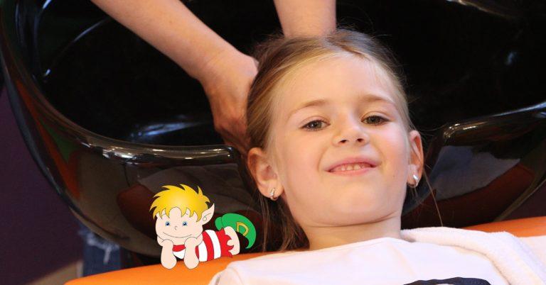Gyerek hajmosás Kócos Manó gyerekfodrászat kiemelt kép